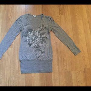 Cache grey w rhinestones flower front v-neck shirt